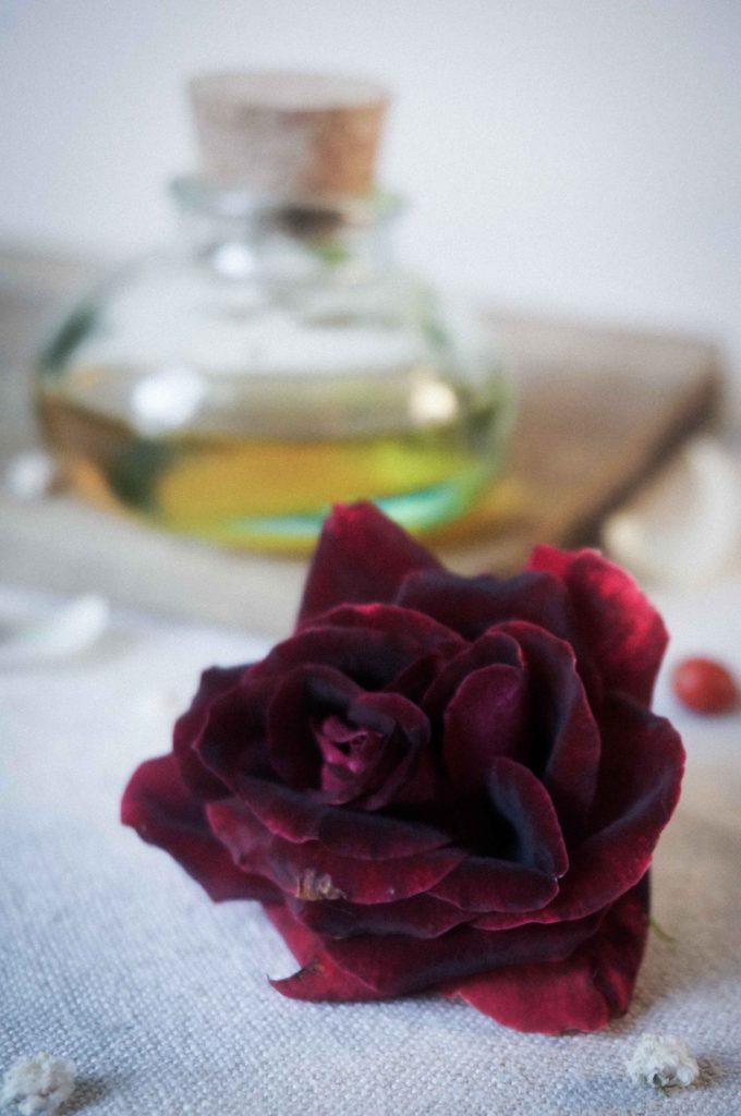 Массажное масло от кругов под глазами, миндаль и роза