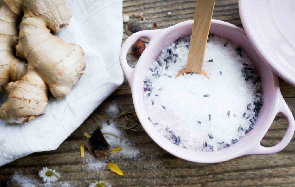 Согревающая ванна с английской солью и маслами.