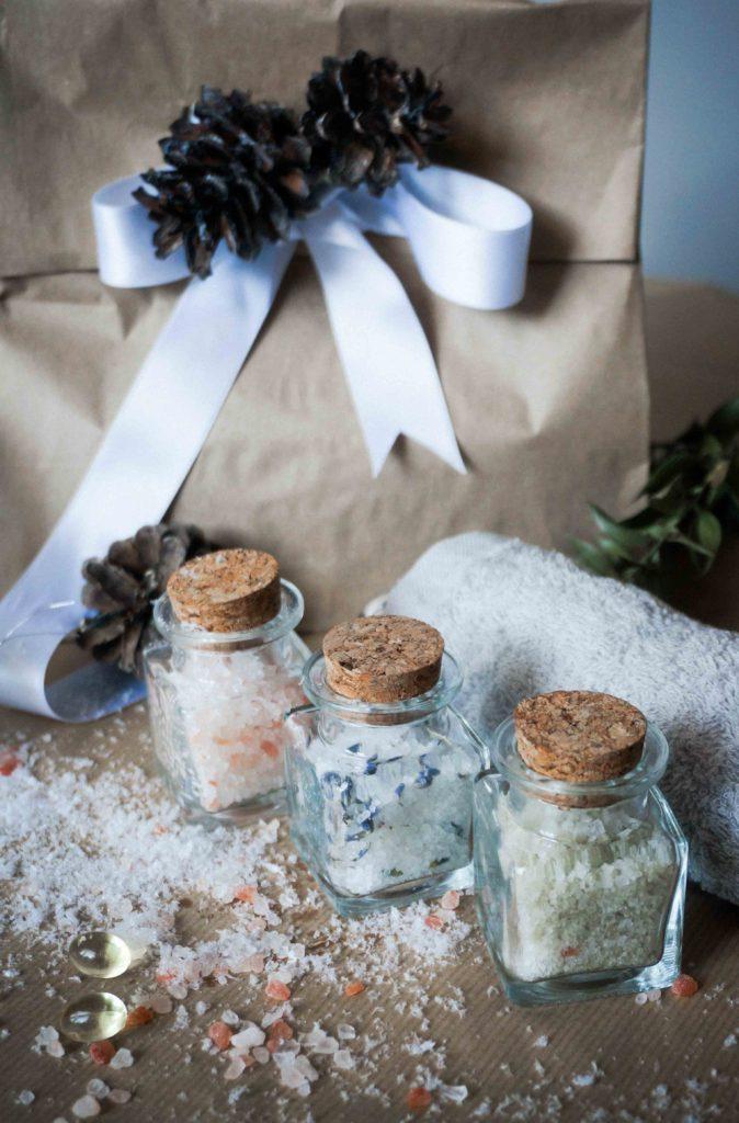 Новогодние подарки своими руками: набор солей для маникюра, простая и быстрая идея.