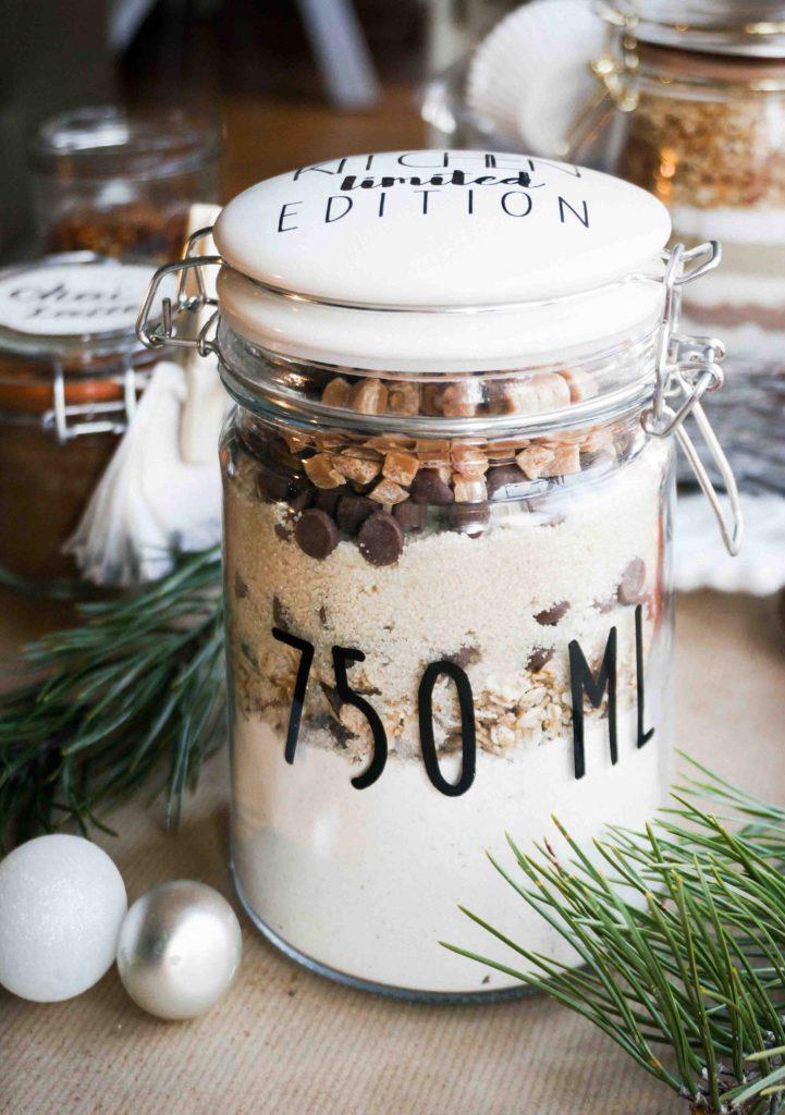 Вкусные подарки в банках: овсяное печенье с шоколадной крошкой