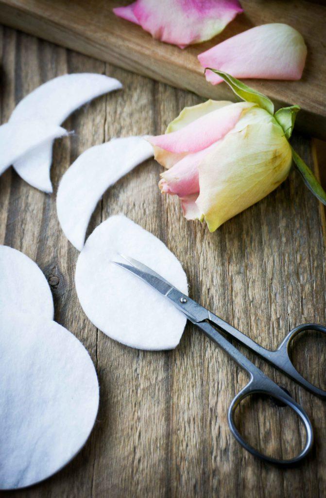 Маски-патчи. Домашняя маска от припухлостей под глазами с огурцом и розой, быстрый результат, простой рецепт.