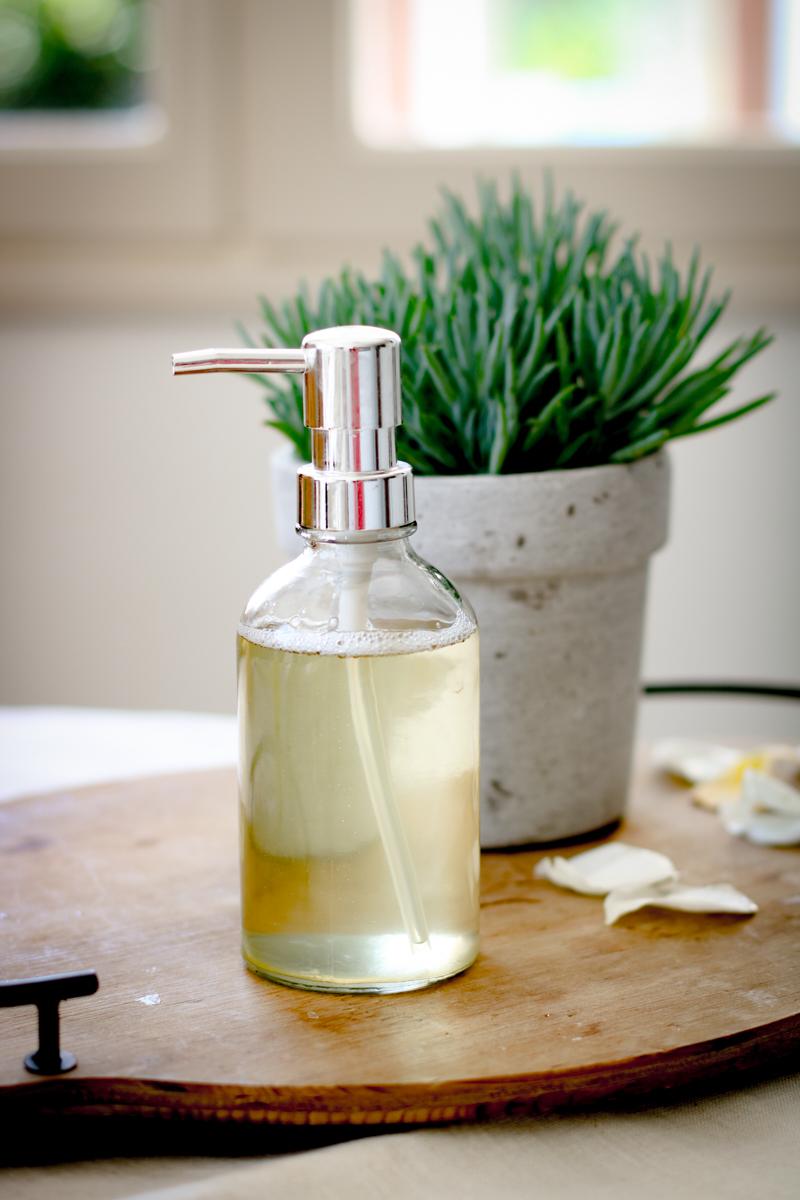 Как правильно умываться: домашнее мыло для умывания